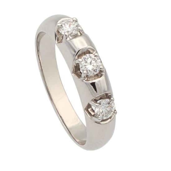 Sortija en media caña con tres diamantes